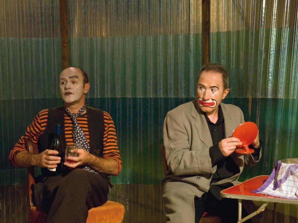 Clown se préparant pour un spectacle