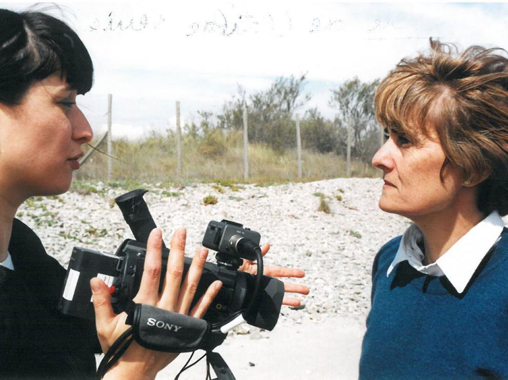 La réalisatrice Clotilde Verriès, discutant avec la cadreuse