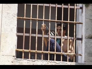 Omar, derrière les grilles de sa cellule