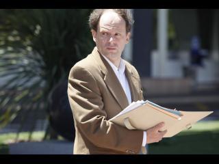 L'avocat d'Omar, lisant son dossier