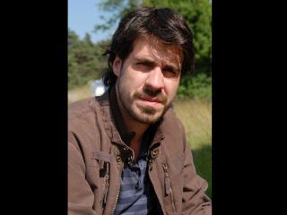 Portrait de Simon Astier, réalisateur et acteur de la série