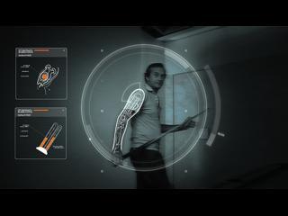 Homme vu à travers les capteurs d'un ordinateur, capable d'analyser sa structure osseuse et musculaire