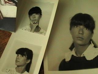 Photos de plusieurs photomatons d'une jeune fille