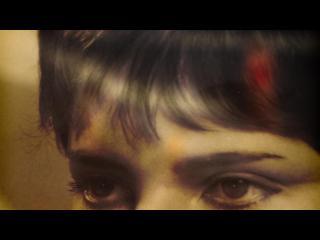 Gros plan sur les yeux d'une femme