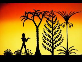 Sur un fond jaune orangé, des arbres en ombres chinoises et un homme debout de profil
