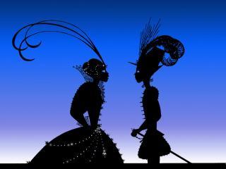 Sur un fond bleu violine, un prince et une princesse sont face à face