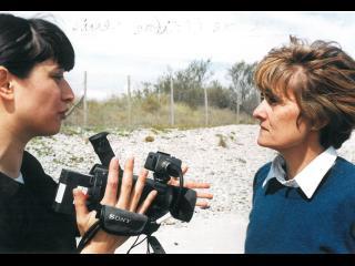 La réalisatrice Clotilde Verriés, discutant avec la cadreuse