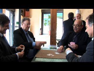 Georges Frêche jouant aux cartes avec les hommes politiques de Fleury-d'Aude