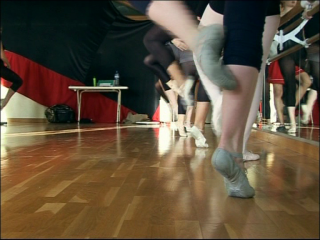 Pieds des élèves du conservatoire de danse de Montpellier lors d'un cours de danse classique