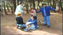 Famille en forêt