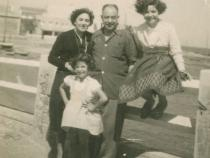 Photo en noir & blanc : photo de la famille disparu de la réalisatrice